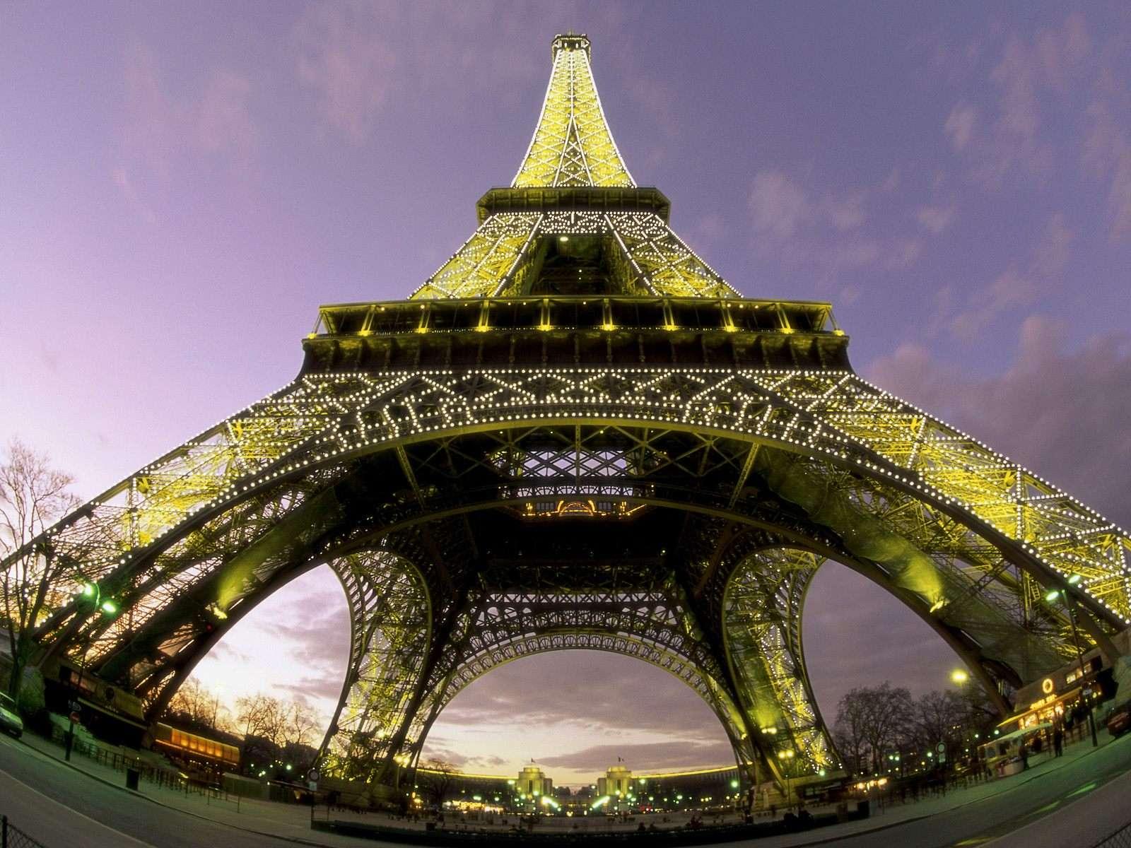 башня снизу фото